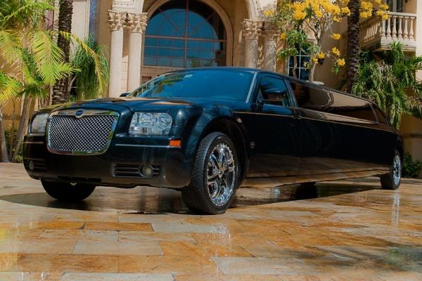 Chrysler-300-limo-service-Hilton-Head-Island