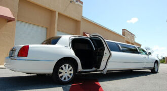 lincoln-stretch-limo-Goose-Creek