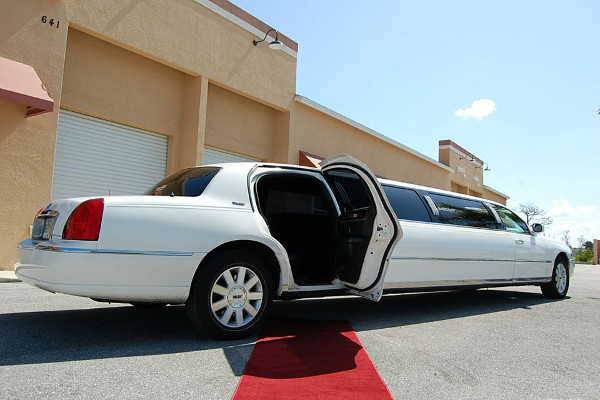 lincoln-stretch-limo-North-Charleston